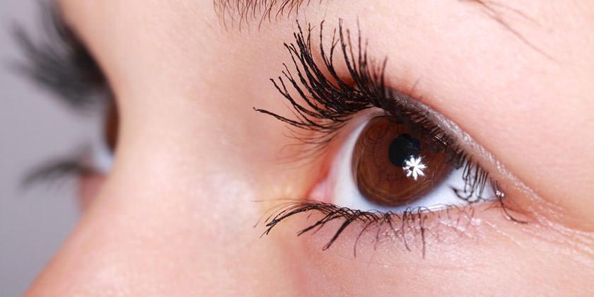 El orzuelo es una protuberancia en el párpado provocada por una glándula sebácea inflamada.