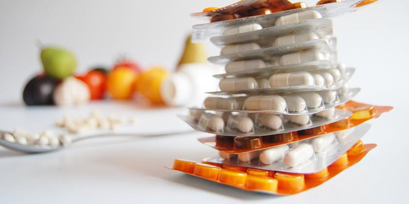 Medicamentos sobre una mesa epilados