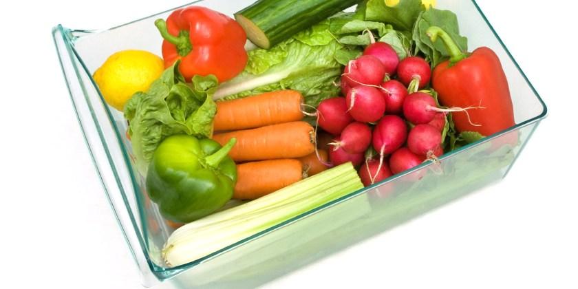 cajón de la nevera lleno de frutas